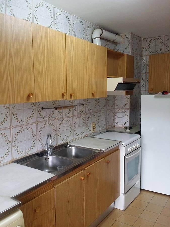 Zona de cocción en cocina antes de reformar en Graus