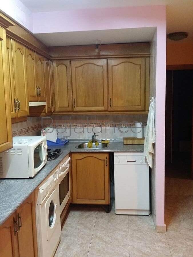 Vista lateral cocina antes de la reforma en Laspaúles