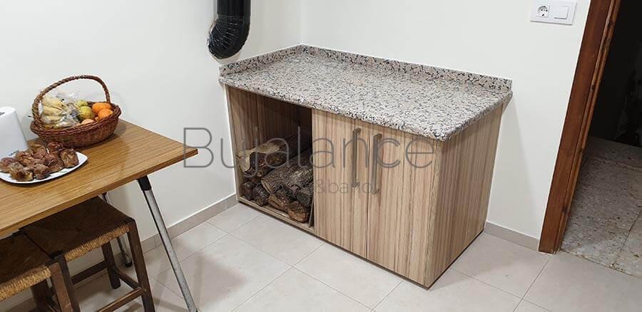 Latral de cocina con mueble bajo para la leña