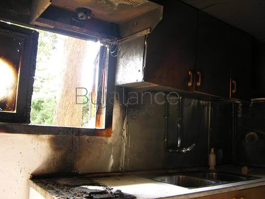 Cocina quemada antes de reformar