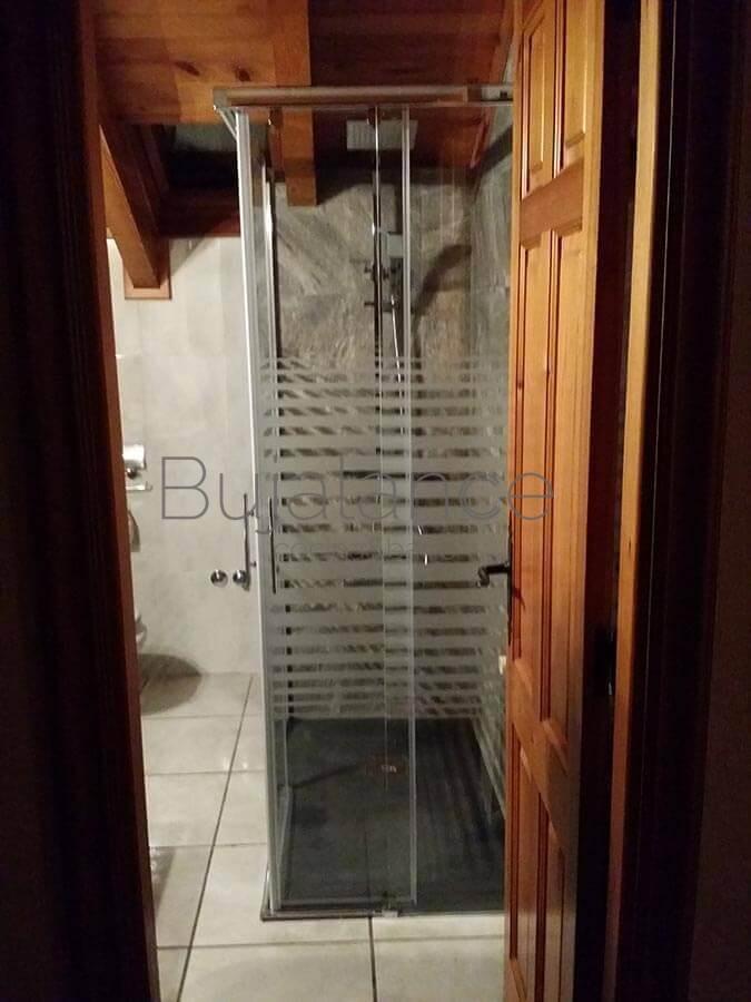 Plato de ducha con mampara en Villanova
