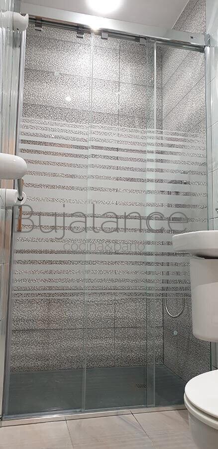 Reforma terminada de sustitución de bañera por plato de ducha en Graus