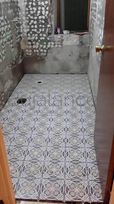 Suelo imitación hidraúlico de 20x20 mismo dibujo que el plato de ducha(1)