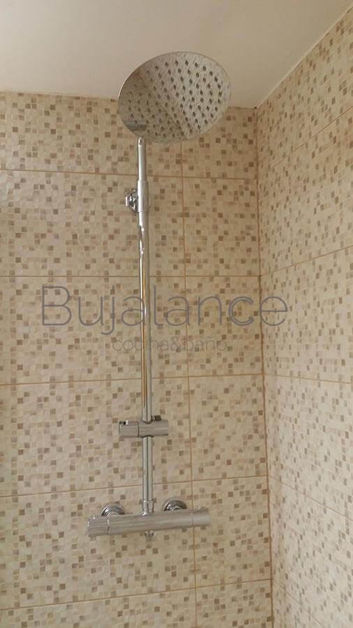 Termostática redonda en zona de ducha