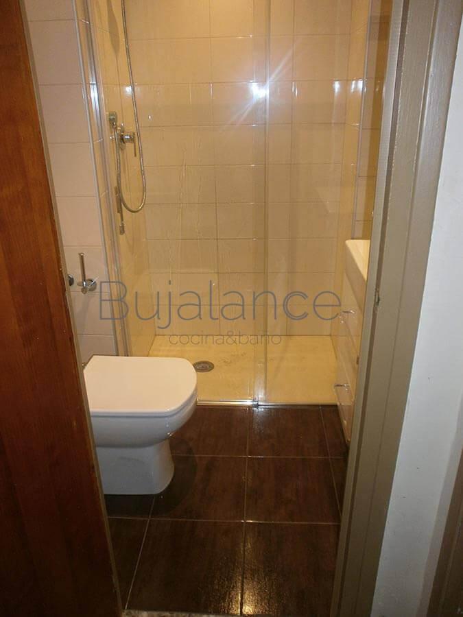 Vista general en baño del barrio de Manzanares de Graus después de la reforma