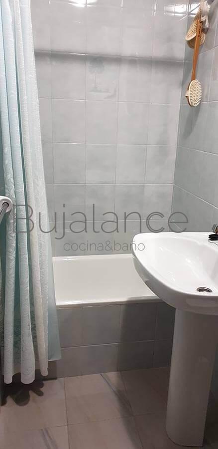 Zona de bañera en una casa en Graus antes de su reforma