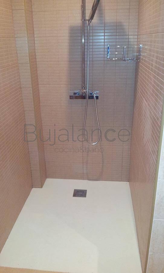 Zona de ducha terminada a falta de colocar la mampara
